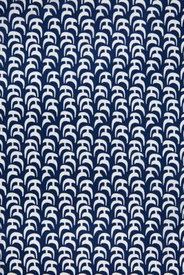 Abstract Arc Design in Navy and White